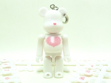 BE@RBRICK Birthday Happy INTERNATIONAL LOVE HEART WHITE 70%