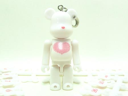 BE@RBRICK Birthday Happy INTERNATIONAL LOVE HEART WHITE 70%